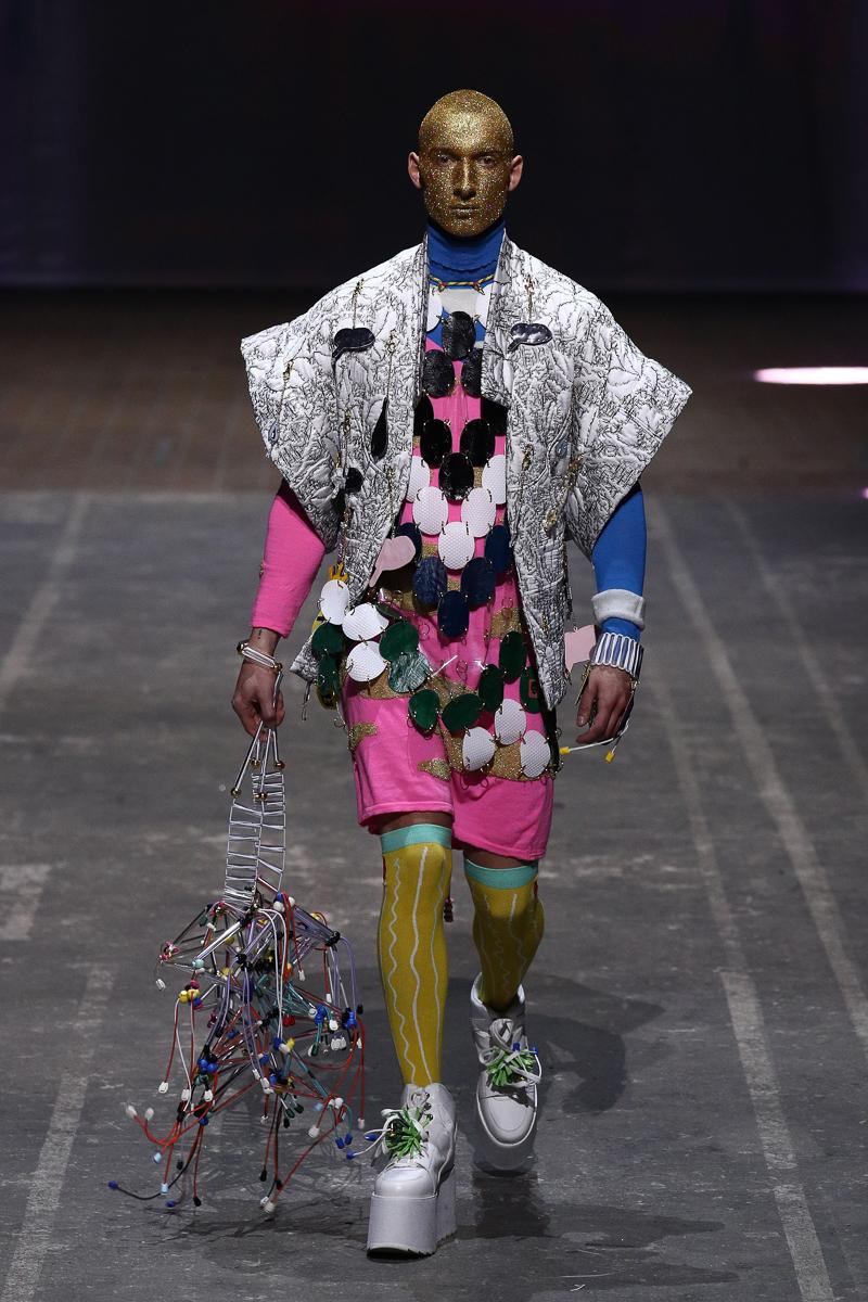 Tom Van Der Borght eröffnet die Mercedes-Benz Fashion Week ...